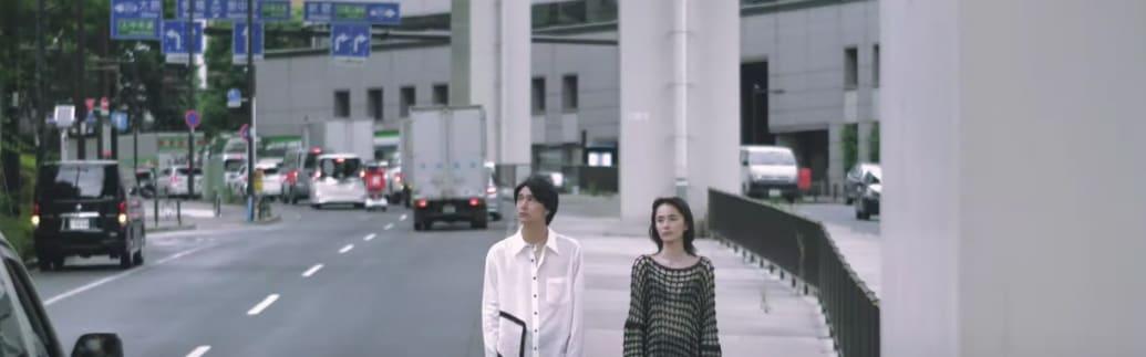 サルバム 2021年春夏コレクションムービーより。デザイナー藤田哲平の語りと共に新作コレクションを映している。