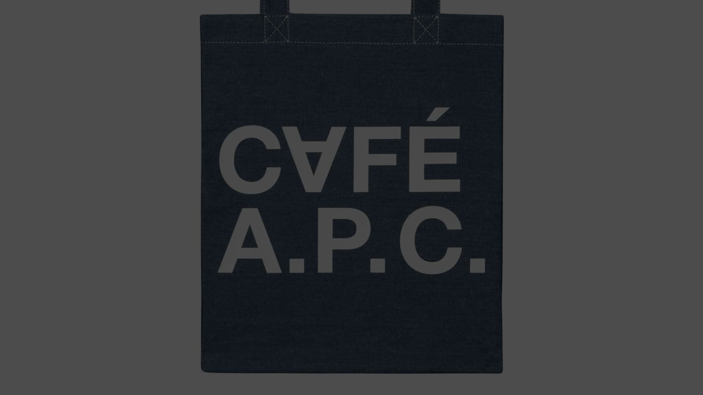 アー・ペー・セーのカフェのロゴ入りトートバッグ