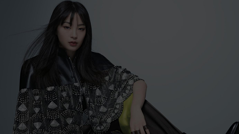 「ルイ・ヴィトン」2020年クルーズコレクションを着用した広瀬すず Photo by Satoshi Saikusa / ©ELLE Japon