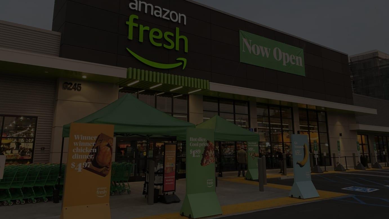 オープン直前のアマゾン・フレッシュ。グランドオープニングセールとしてロテサリーチキンは4.97ドル、バナナ1本15セント、フランスパンを89セント、ピザスライスを1.79ドルにして訴求していた。