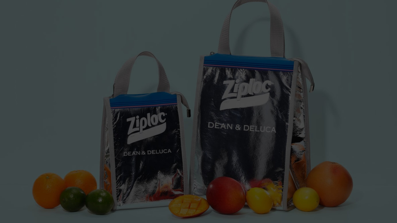 トリプルコラボのクーラーバッグ(左からSサイズ 3000円、Mサイズ 4000円/いずれも税別)
