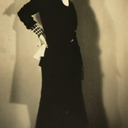 マン・レイ「エルザ・スキャパレリ」 1930年頃 Image by courtesy of the  ZEIT-FOTO Collection