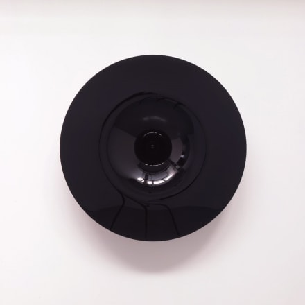 アニッシュ・カプーア(1954年〜)Syphone Mirror- Kuro 2008 140  x  140 x  45 cm 樹脂、漆 / Synthetic wood, Japanese lacquer