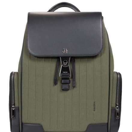 「ラージ バックパック」(17万7000円)H44 x L37 x W16 cm、重量1.6Kg、容量19.5L