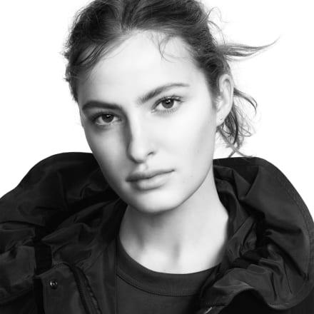 https://res.fashionsnap.com/image/upload/ar_1:1,q_auto:good,w_440,c_fill/asset/article/images/2021/03/uniqlo-jilsander-2021ss-020.jpg