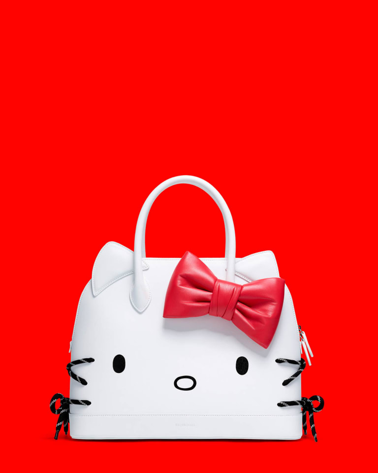 「HELLO KITTY TOP HANDLE M」税抜27万5,000円(W36 x H29 x D15 cm)