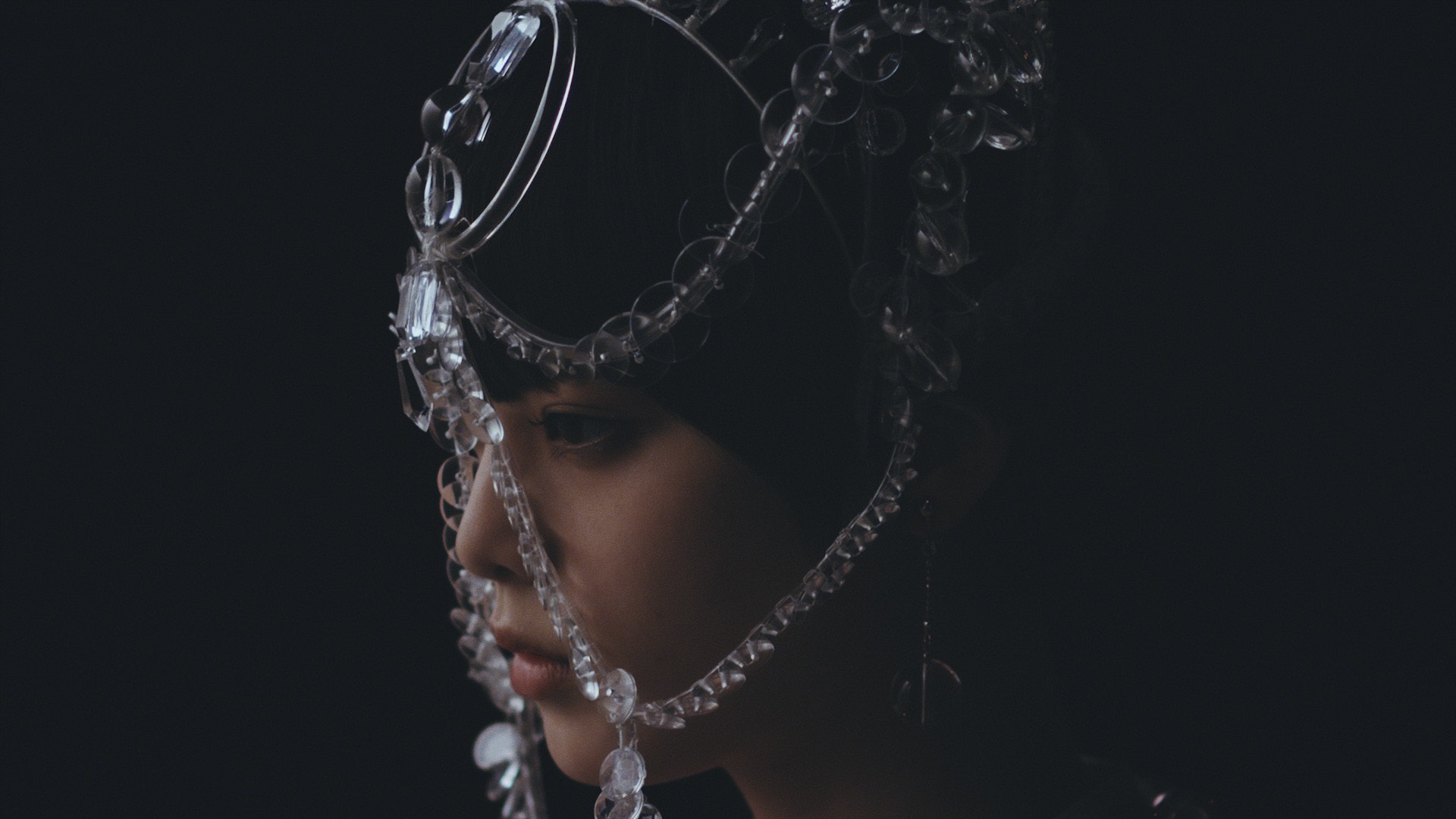 欅坂46の平手友梨奈が アンリアレイジ 2019年春夏コレクションの