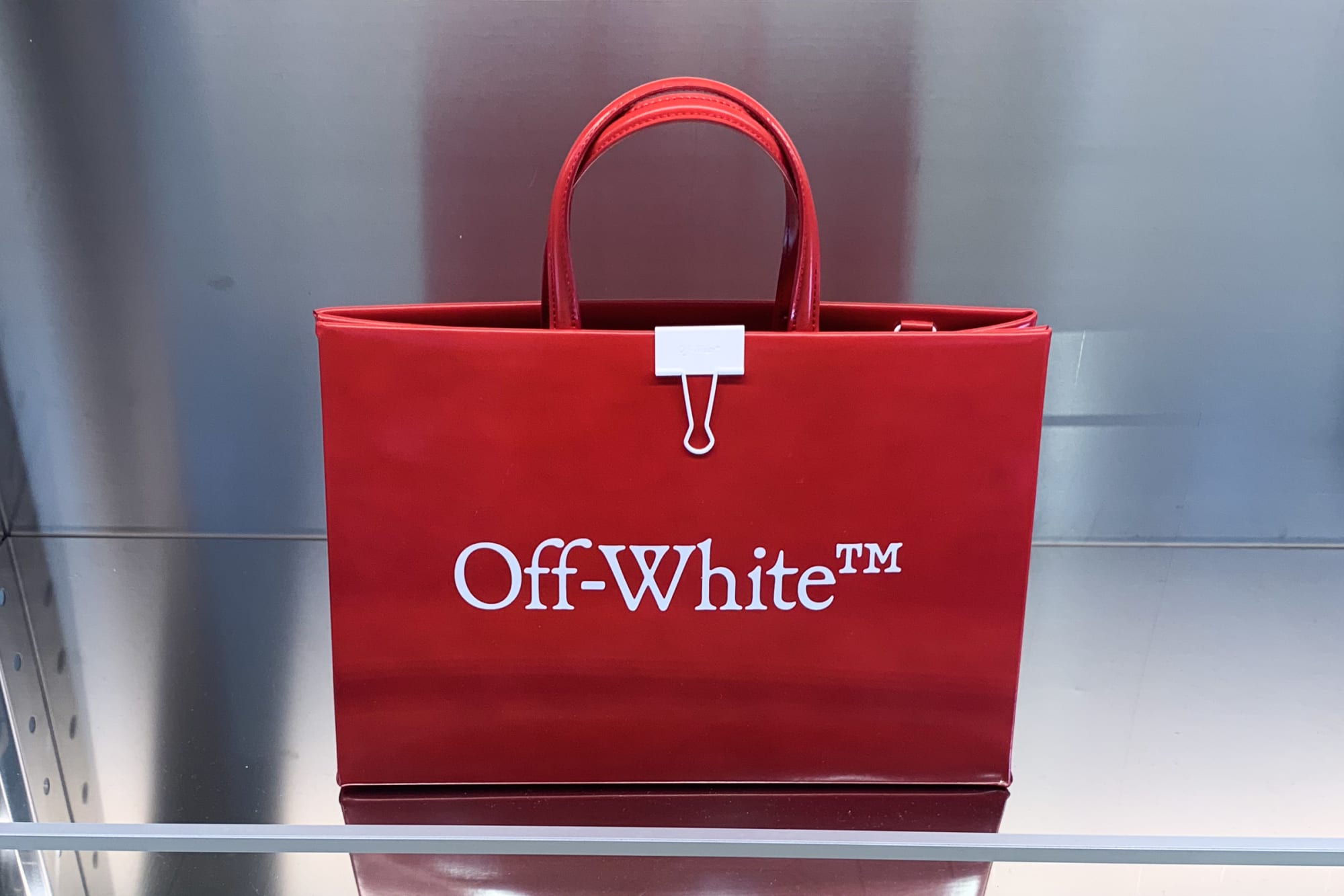 オフ ホワイト ロゴ