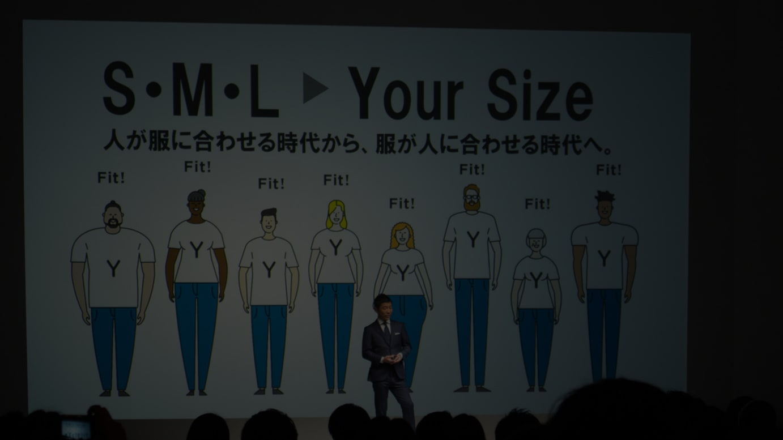 ゾゾのビジネススーツ発表会に登壇した前澤友作代表取締役社長