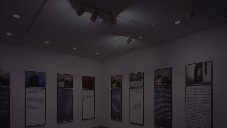 「ソフィ カル―限局性激痛」1999-2000年 原美術館での展示風景 © Sophie Calle / ADAGP, Paris 2018 and JASPAR, Tokyo, 2018