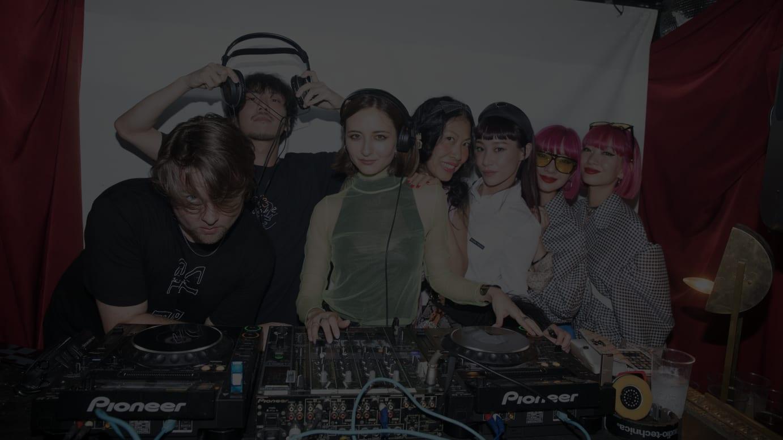 写真左から)TOKYO DANDYのDAN、ヨシロットン、エリーローズ、ベイビーマリー、マドモアゼルユリア、AMIAYA