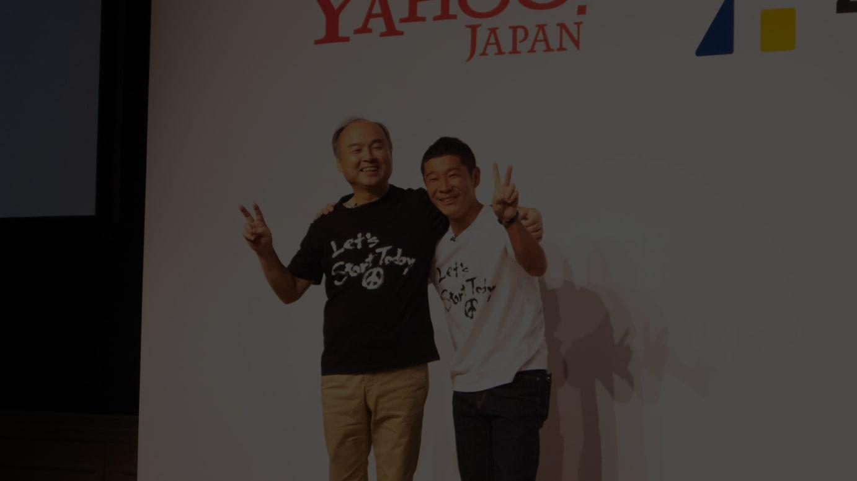 今月12日に開催された前澤友作氏の社長退任会見でのフォトセッションより。ソフトバンクグループ代表の孫正義氏も着用