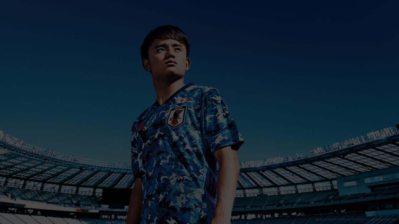 サッカー日本代表新ユニフォームを着用した久保建英選手