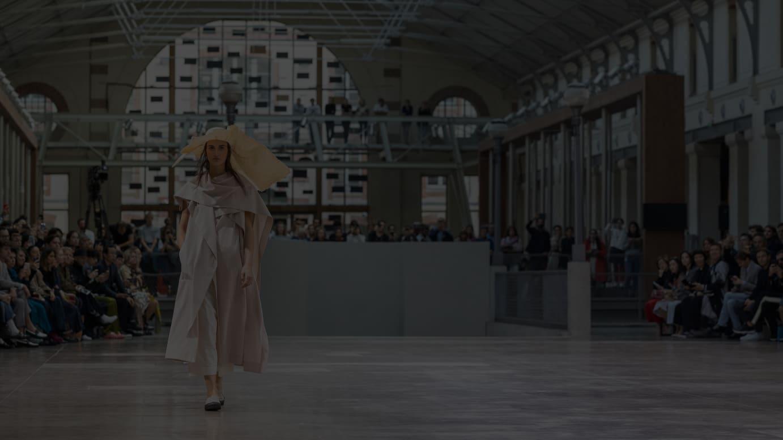 パリで開催した「イッセイ ミヤケ」2020年春夏コレクションのショー