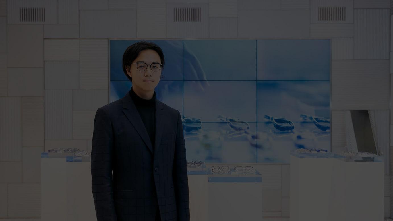 デザイナーの高橋悠介(2015年撮影)