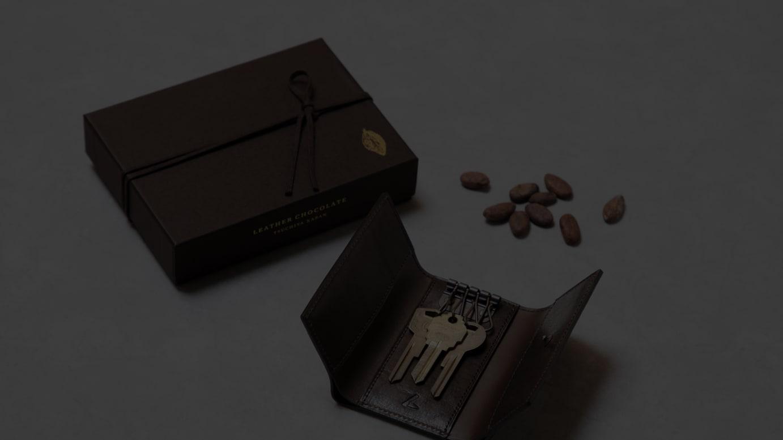 レザーチョコレート バーサトルキーケース(2万2,000円)」