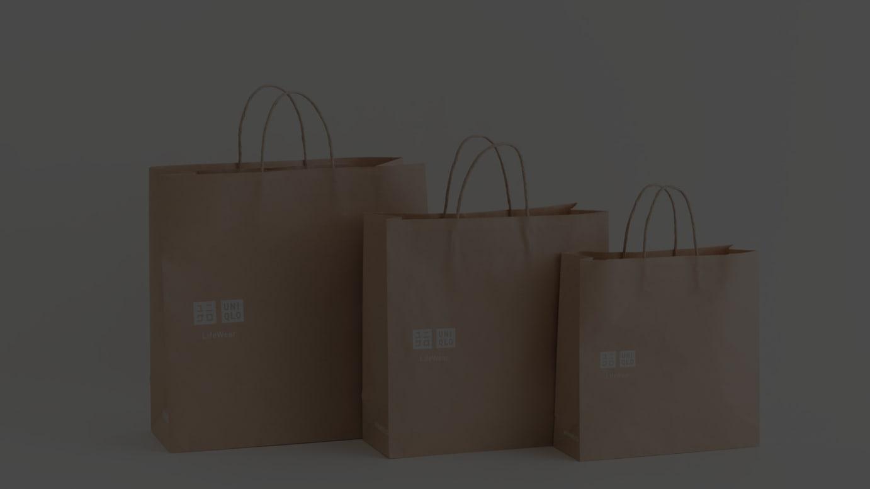 ユニクロの紙製ショッピングバッグ