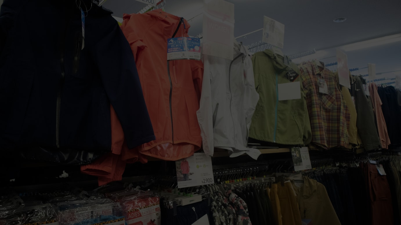 2020年春夏シーズンの新作が並ぶ女性専用売場