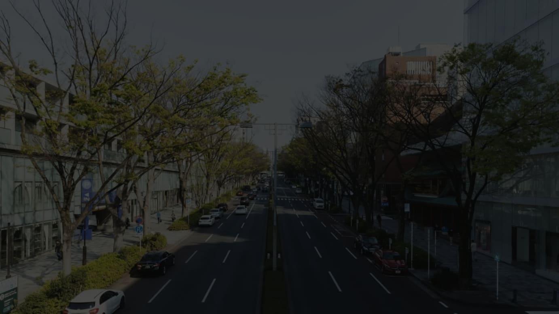 デザイナーズブランドの直営店が多く出店している表参道(緊急事態宣言が発令された翌日、4月8日に撮影)