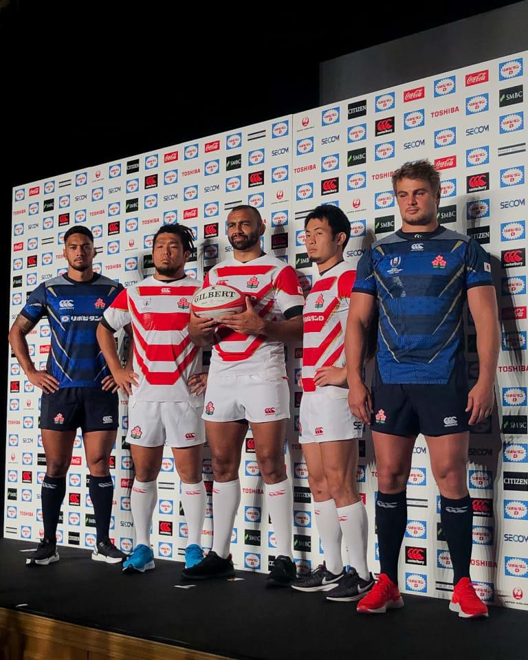 写真左から)ラファエレ・ティモシー、堀江翔太、リーチ・マイケル、福岡堅樹、ヴィンピー・ファンデルヴァルト