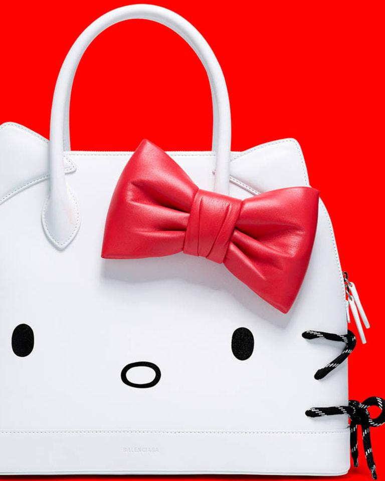 「HELLO KITTY TOP HANDLE M」税抜27万5,000円(W36 x H29 x D15 cm)