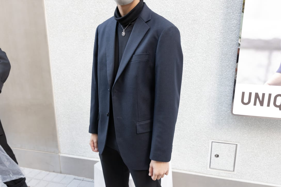 Cさんは購入したジャケットを早速着用。
