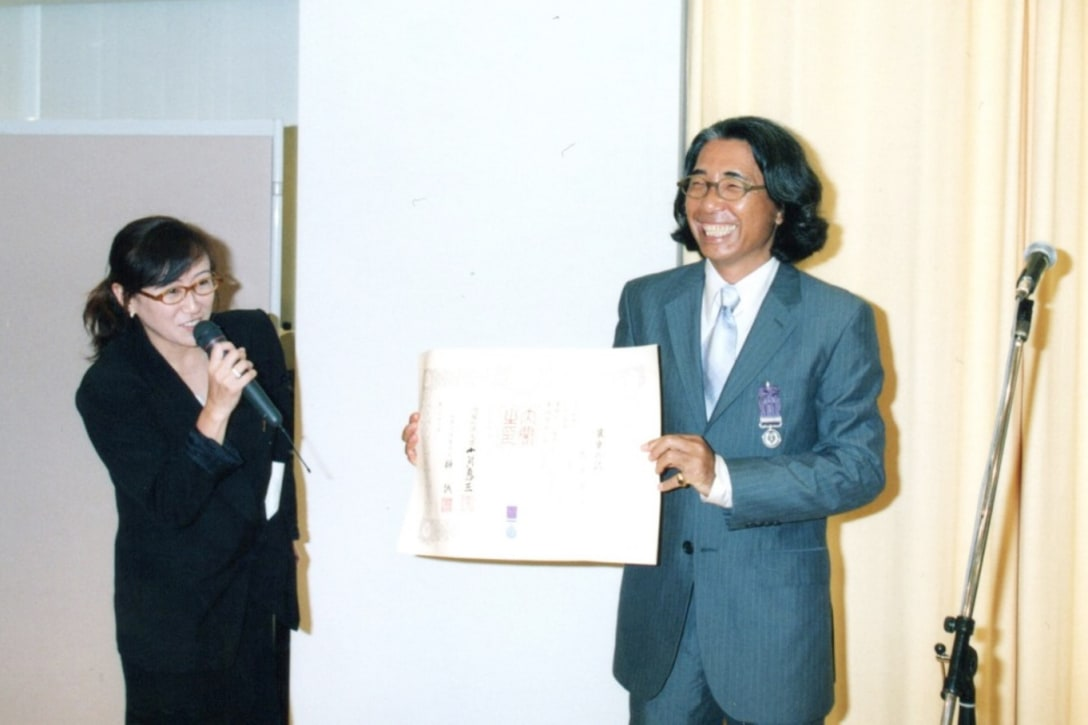 1999年、紫綬褒章の祝賀パーティーにて(筆者提供)
