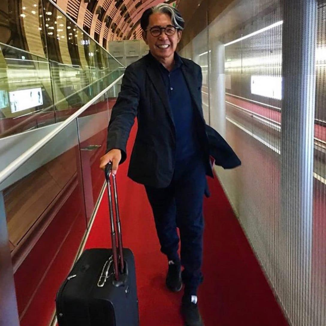 羽田空港に到着したばかりの高田賢三。愛用のラゲージは「TUMI」(2018年、筆者提供)