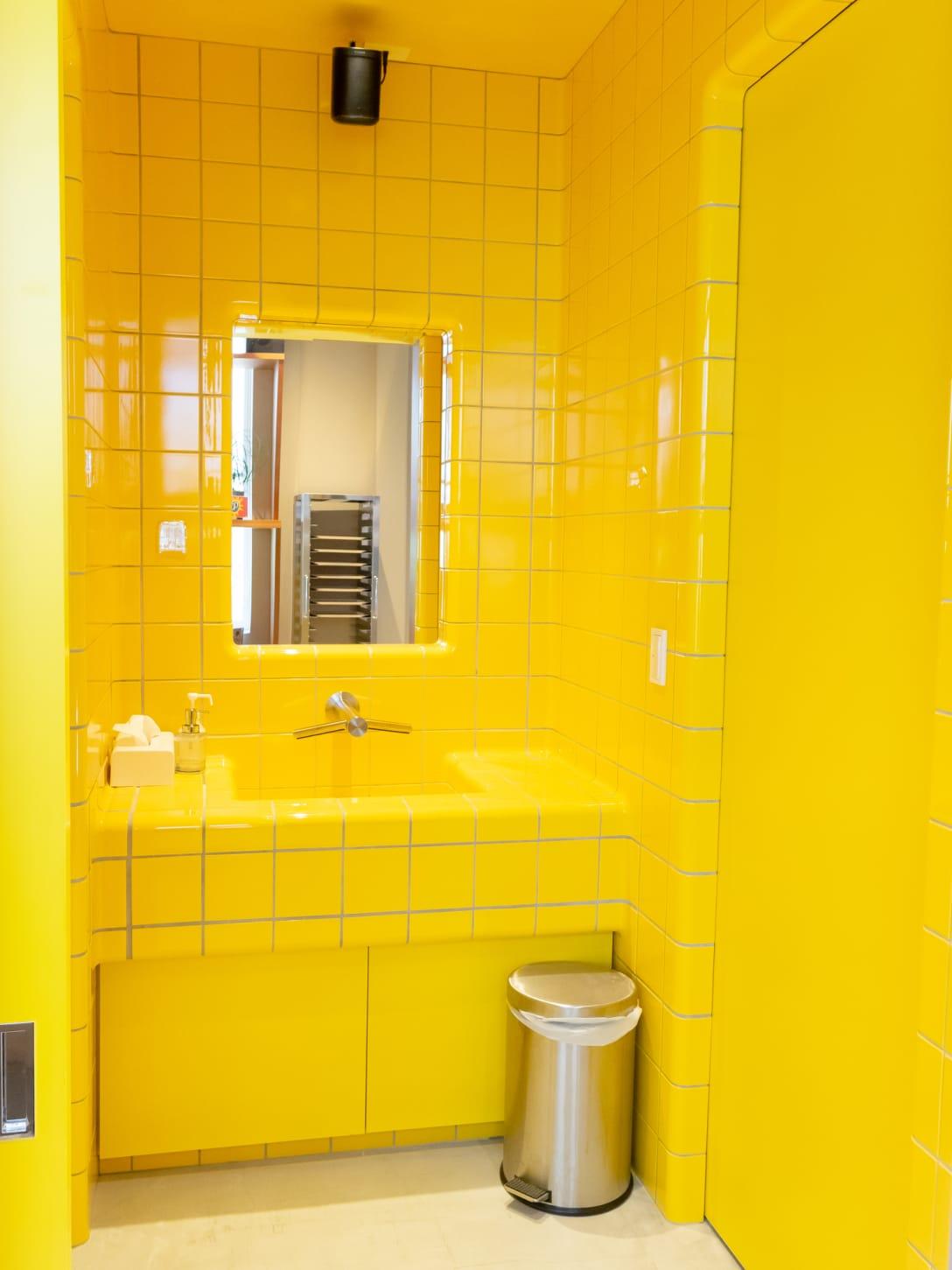 スウェーデンの地下鉄のトイレを再現した洗面台