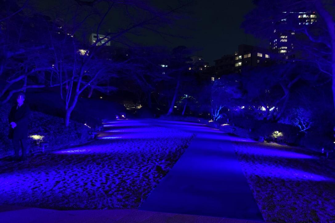 ランウェイから続く庭園 Image by FASHIONSNAP.COM