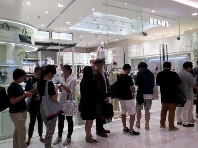 03c6669b ビームスの東南アジア1号店「BEAMS BAGKOK」が3月27日夕方、タイ・バンコク市内の新大型商業施設「エムクオーティエ(EmQuartier )」にオープンした。