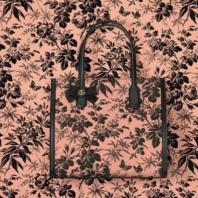 23be8ce46565 「グッチ(Gucci)」が、日本限定のハンドバッグとスモールレザーグッズのコレクション「GG RIBBON」を発表した。グログランリボンやプリント、ゴールドのダブルGが  ...
