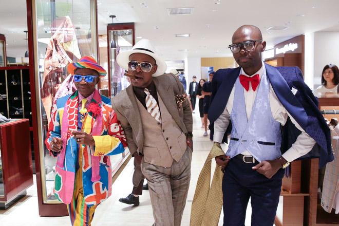 コンゴのファッション集団「サプール」伊勢丹メンズ館内を練り歩き