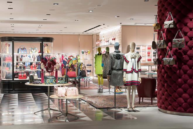 cab8e9a29289 「グッチ(Gucci)」が、12月2日にオープンする「グッチ六本木」の店内を公開した。アレッサンドロ・ミケーレ(Alessandro  Michele)によるショップデザインコンセプト ...