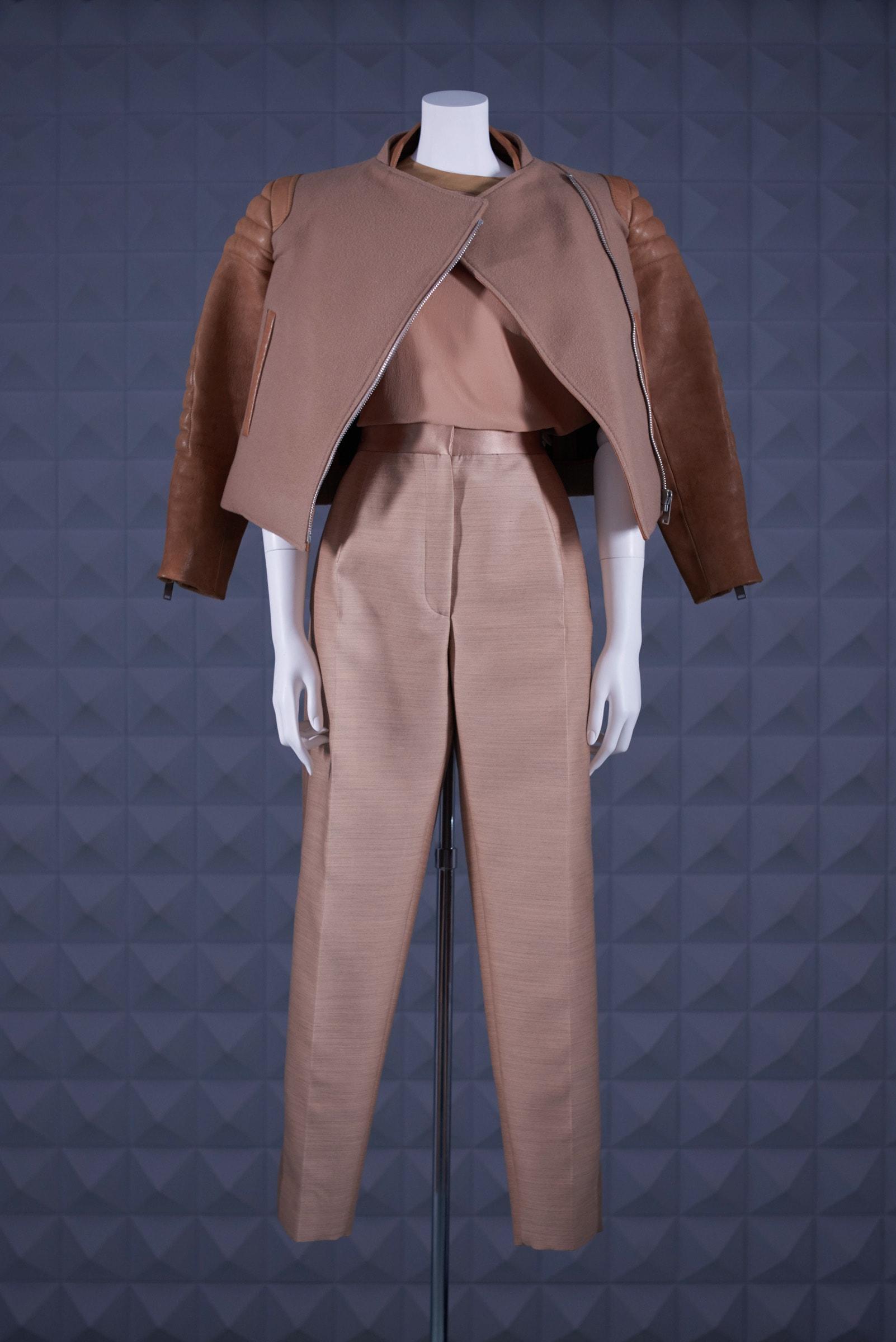 077fdc5a8d13 フィービーによるセリーヌ1stコレクションがLAILA TOKIOで発売