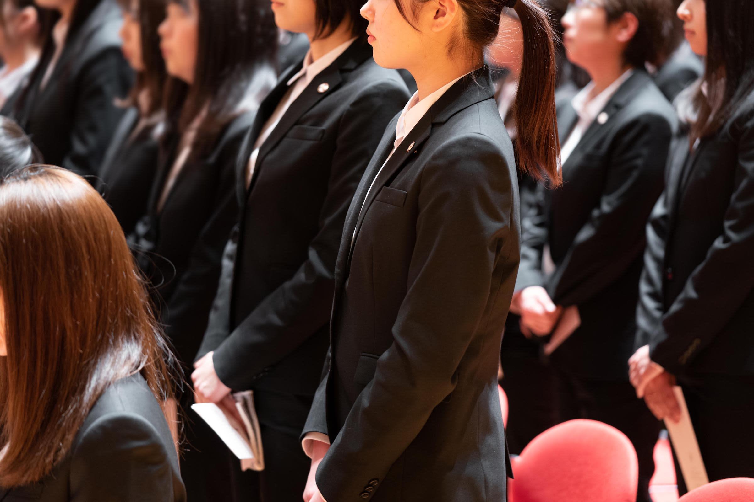 f6720648d5184 シリーズとして販売している女性向けのジャケット、スカート、シャツ、パンツが、東京女子医科大学および東京女子 医科大学看護専門学校の2019年度の新入生の標準服に ...