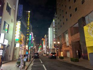 緊急事態宣言下の夜の銀座(PHOTO:SEVENTIE TWO)