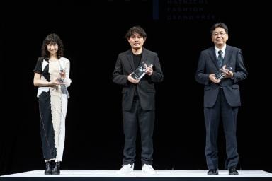 (写真左から)横澤琴葉、熊切秀典、ファッション甲子園実行委員会委員 弘前市商工部長秋元哲